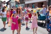 Parade hats streamers 2